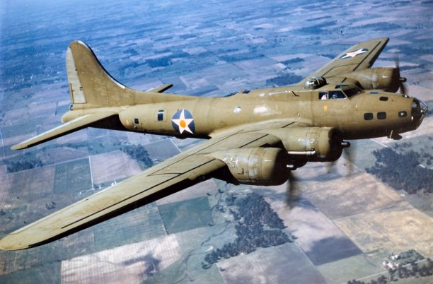 Color_Photographed_B-17E_in_Flight.jpg