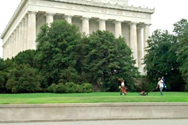 Who Is Mowing The Lawn At Lincoln Memorial