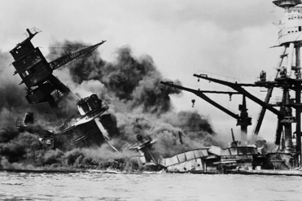 USS Arizona In Hawaii Still Leaking Oil 72 Years Later