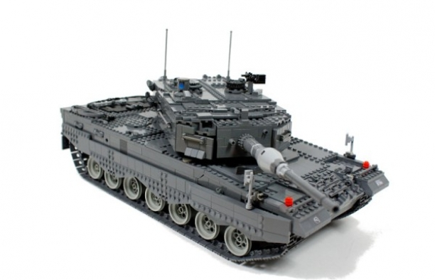 Leopard 2A4 from Lego in Action